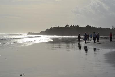 Gettysburg Students at Klinting Pantai beach