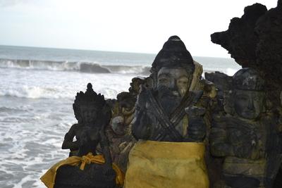 Statuary at Klining Pantai beach